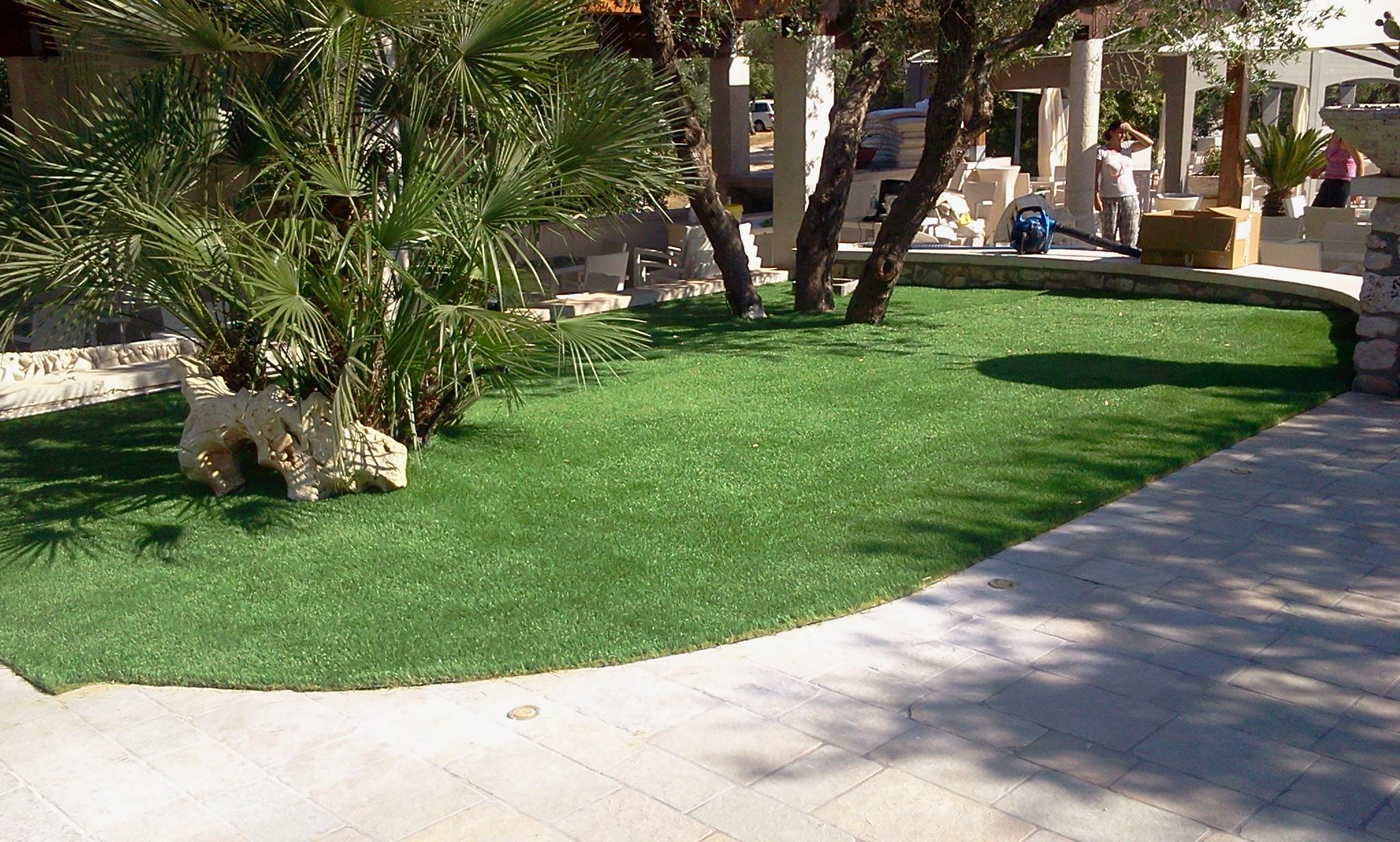 Giardini in erba sintetica servizi allo sport di - Giardini con erba sintetica ...